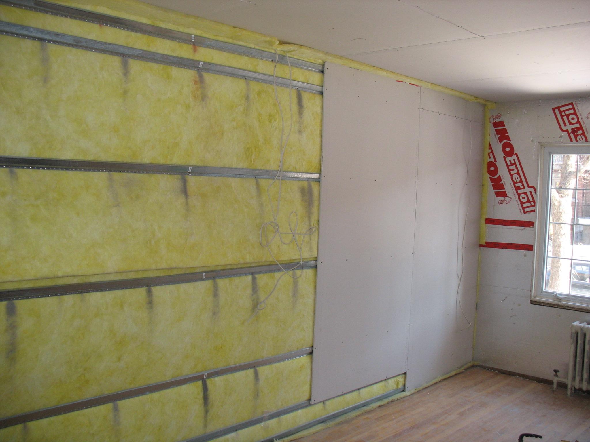 Как получить хорошую звукоизоляцию стен