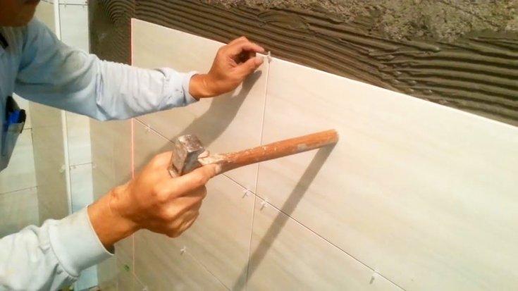 Самостоятельная укладка плитки при ремонте ванной