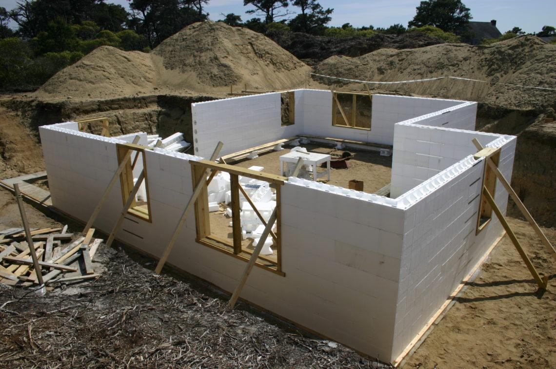 Как построить самый дешевый дом своими руками